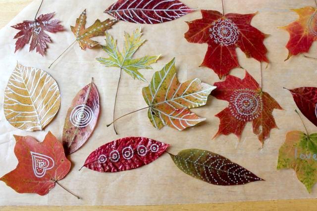 Idee Creative Per Bambini : Lavoretti per bambini in autunno giocare con le foglie